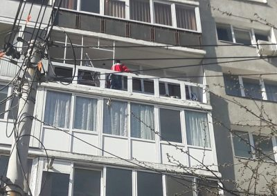 montaj-tamplarie-pvc-balcon (10)